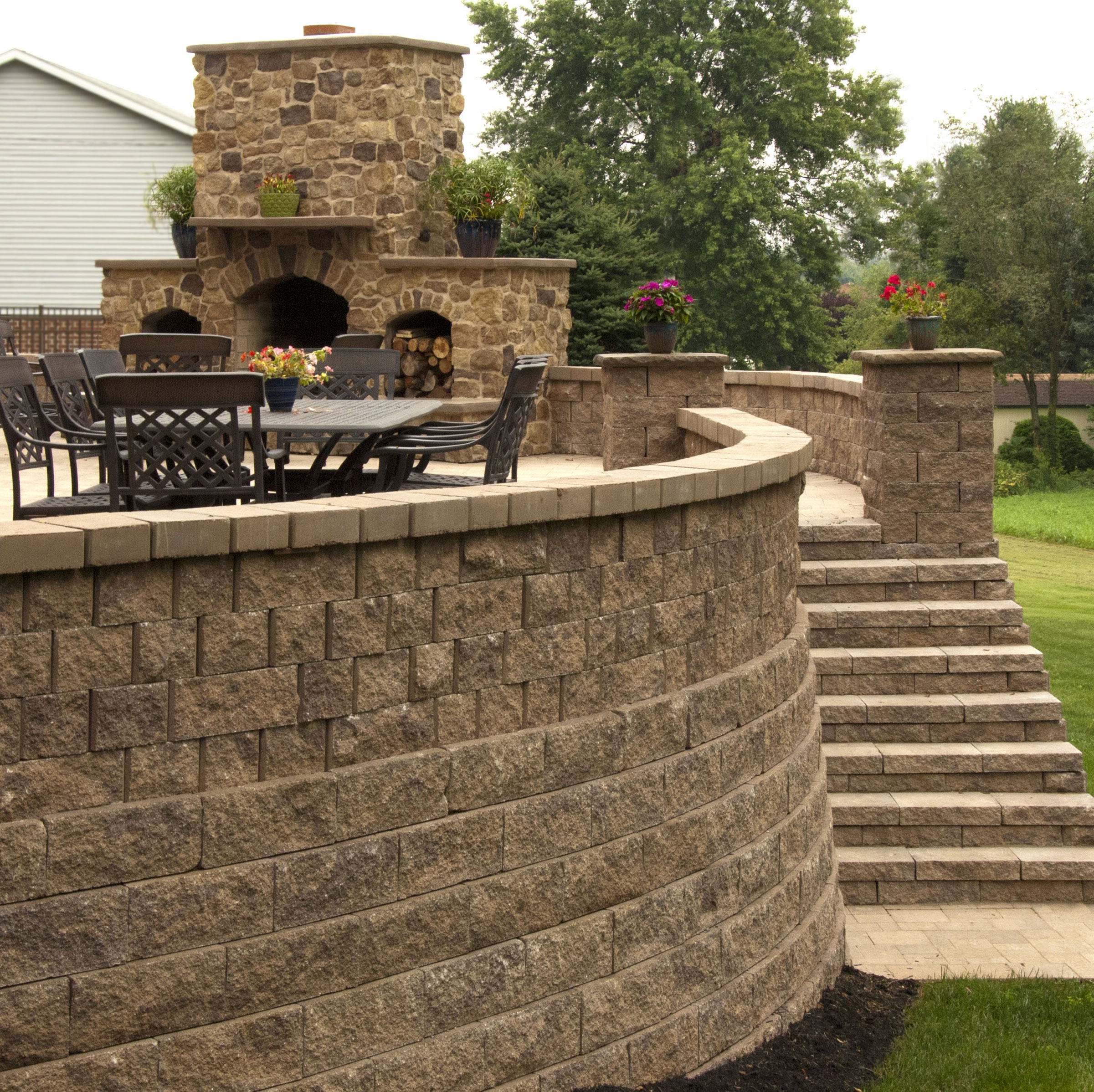 patio, stairs, two-sided walls, retaining wall, courtyard